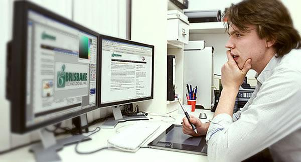 Web Designer trabalhando
